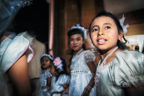 Thaise kinderen in Voormezele : wie helpt ze en hoe bewegen ze?